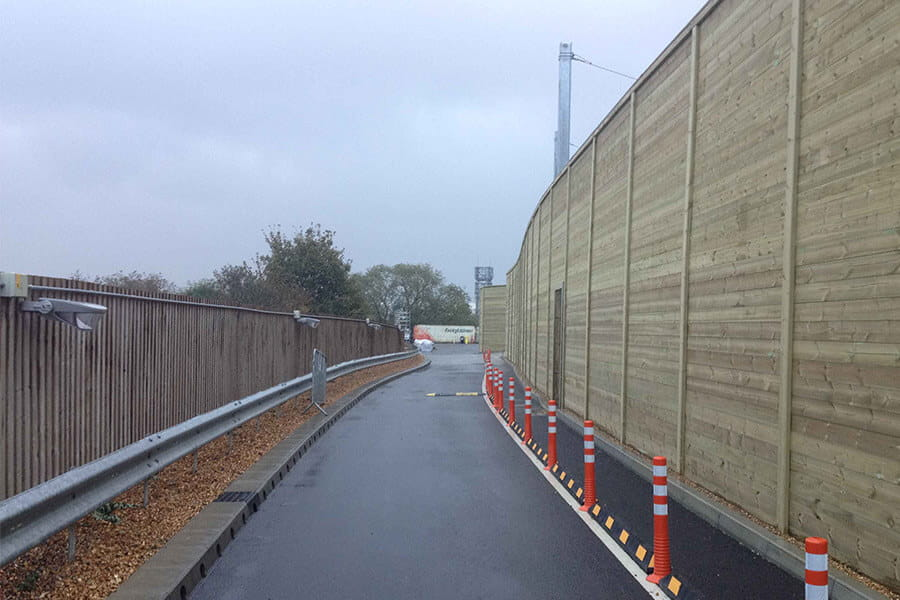 Acoustic fencing for railways