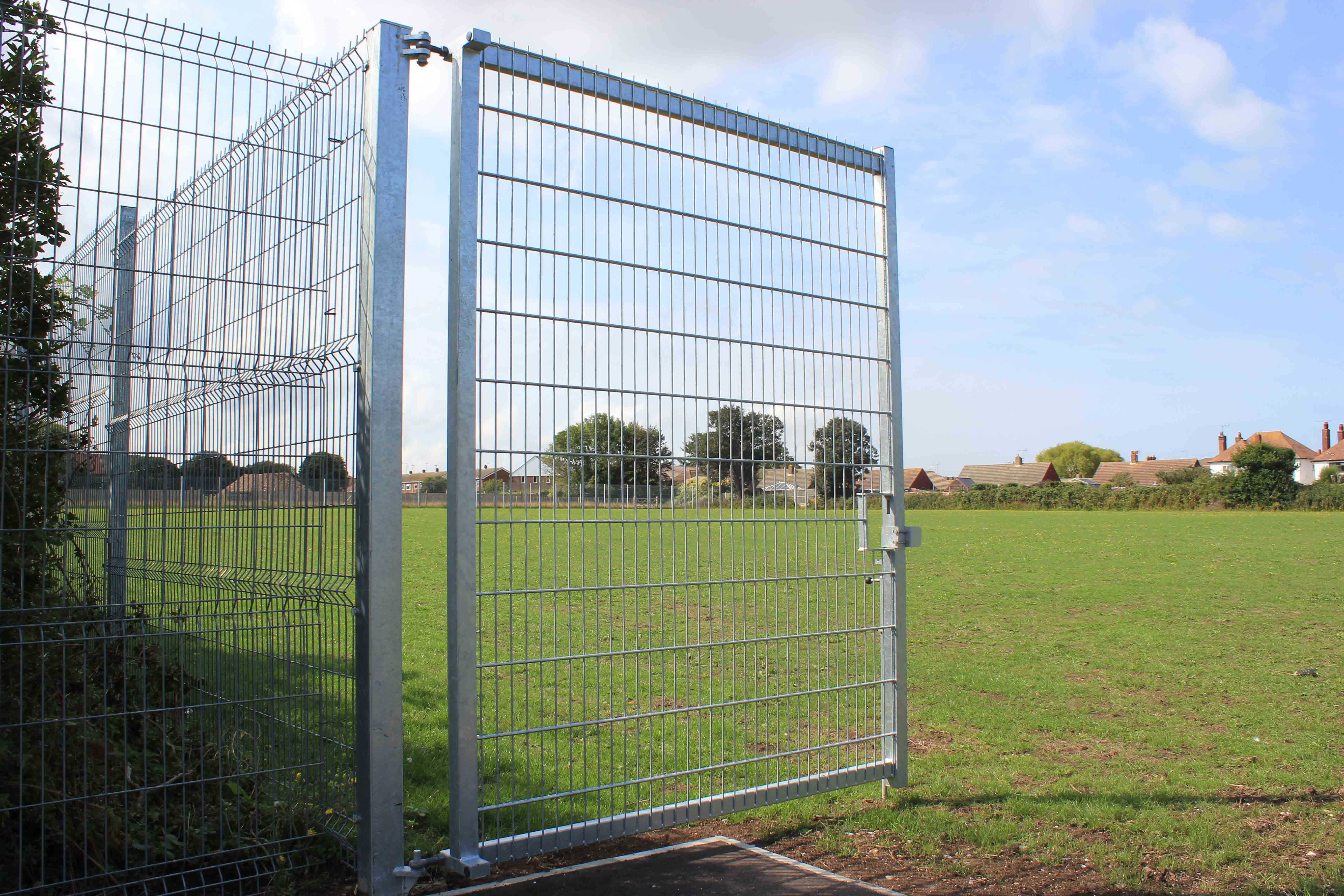 Welded mesh gate