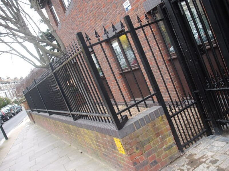 Ornamental fencing cranked on wall