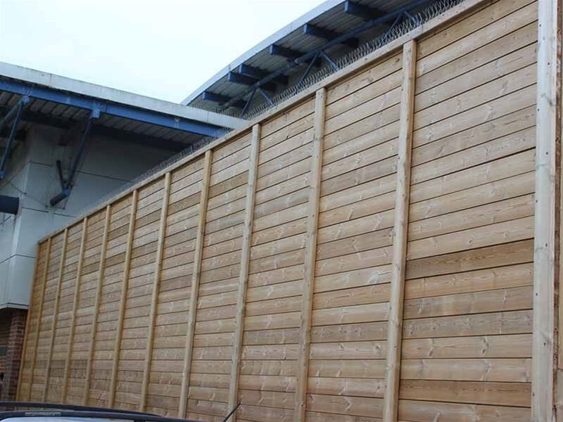 Supermarket noise fencing