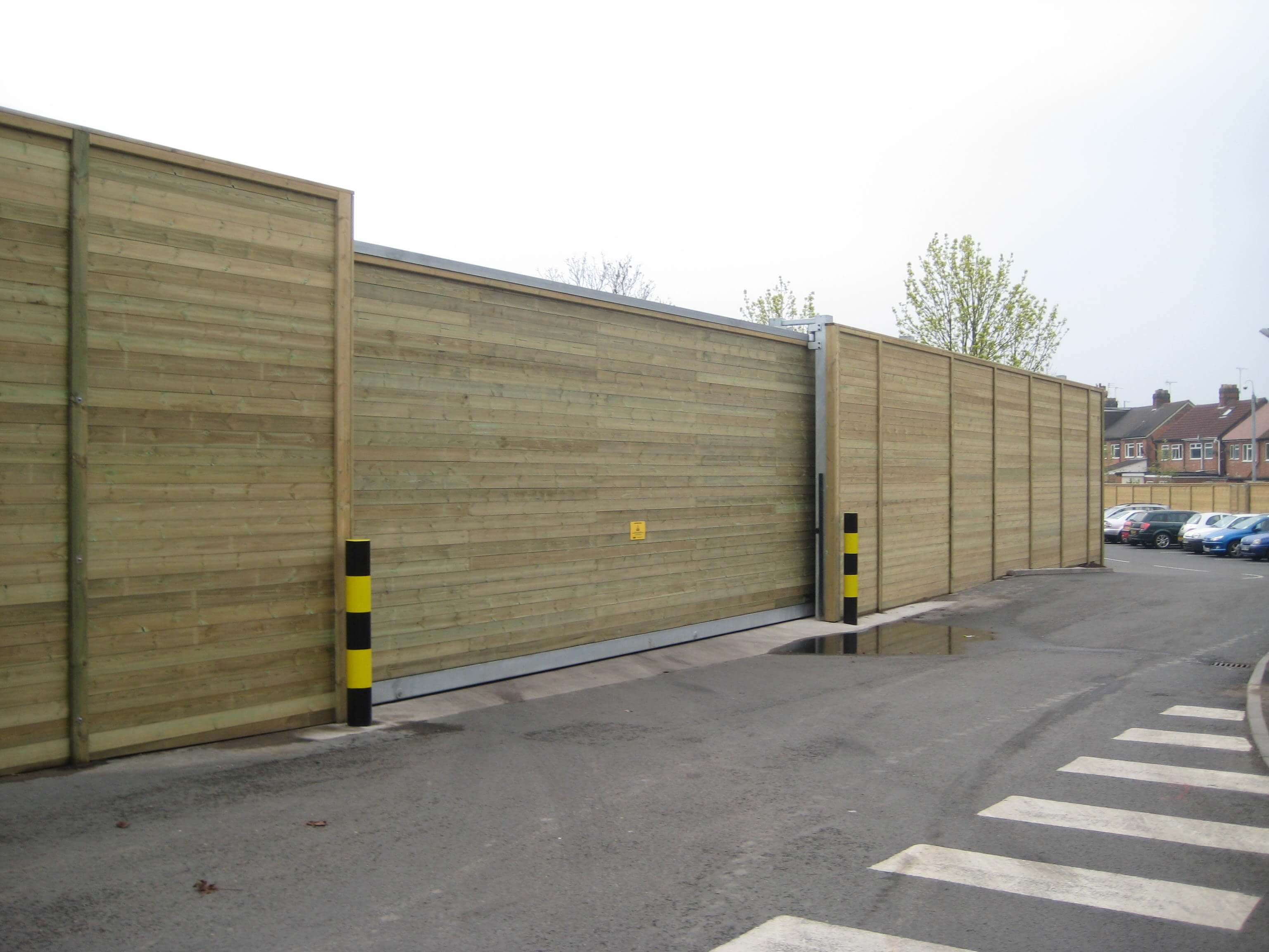 Supermarket fencing and gates