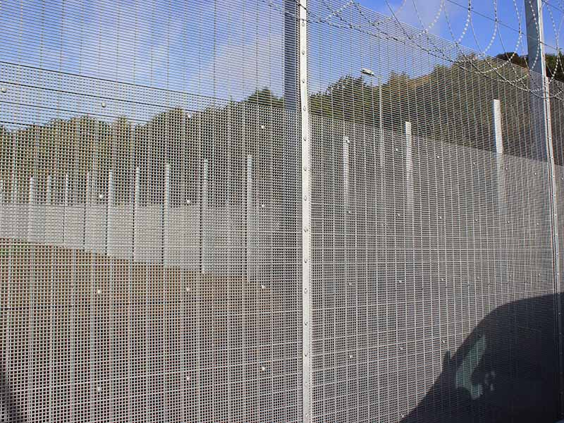 Double layer mesh fencing