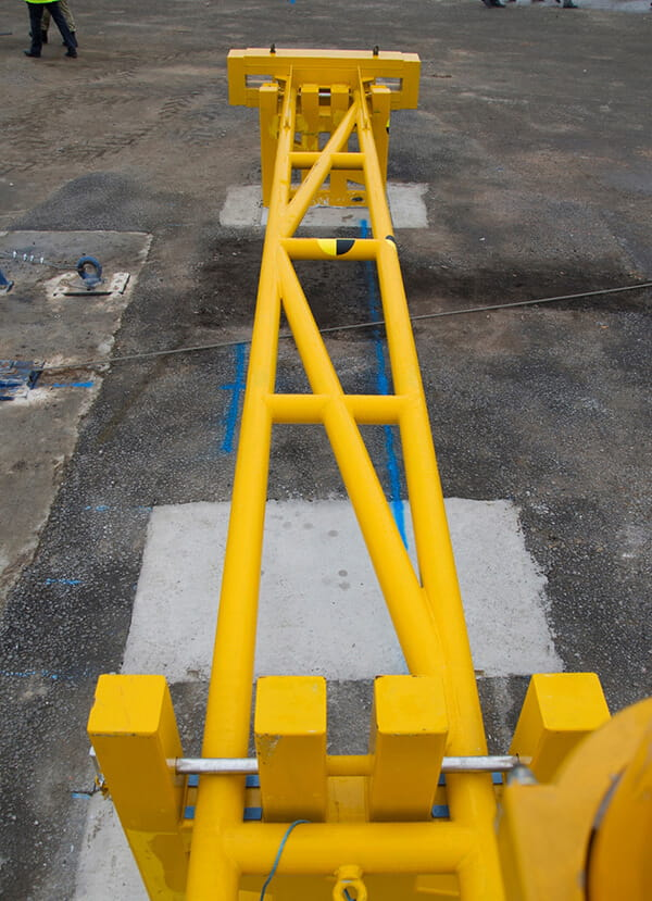 Crash rated manual arm barrier