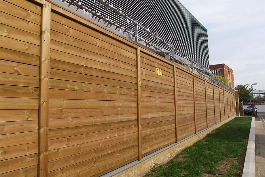 Jakoustic-SR3 Fence with Rota Spike