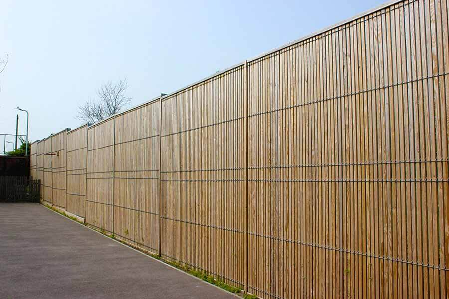 Timber and steel mesh fencing