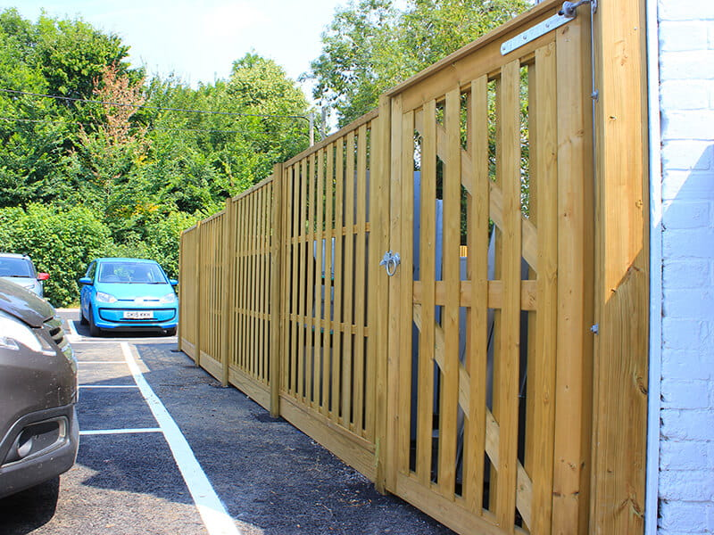 Hit-and-Miss-Timber-Commercial-Fencing